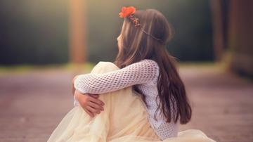 Phân tích tâm trạng bé Hồng khi gặp lại mẹ (Trong lòng mẹ của Nguyên Hồng)