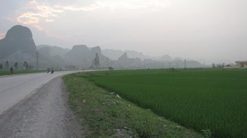 Phân tích bài thơ Đi đường trong tác phẩm Nhật kí trong tù của Hồ Chí Minh